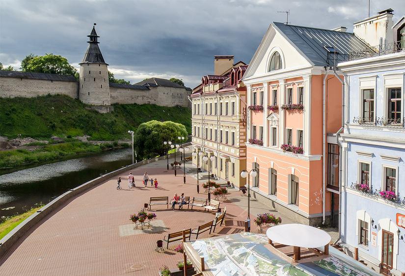 De nya byggnaderna ligger mitt emot stadens Kreml.